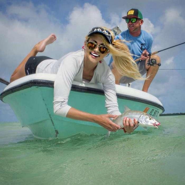 Красивые девушки на рыбалке (35 фото)