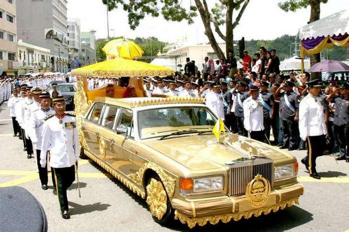 Самые странные автомобили из коллекции султана Брунея (15 фото)