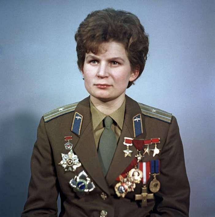Первая женщина в космосе (2 фото)