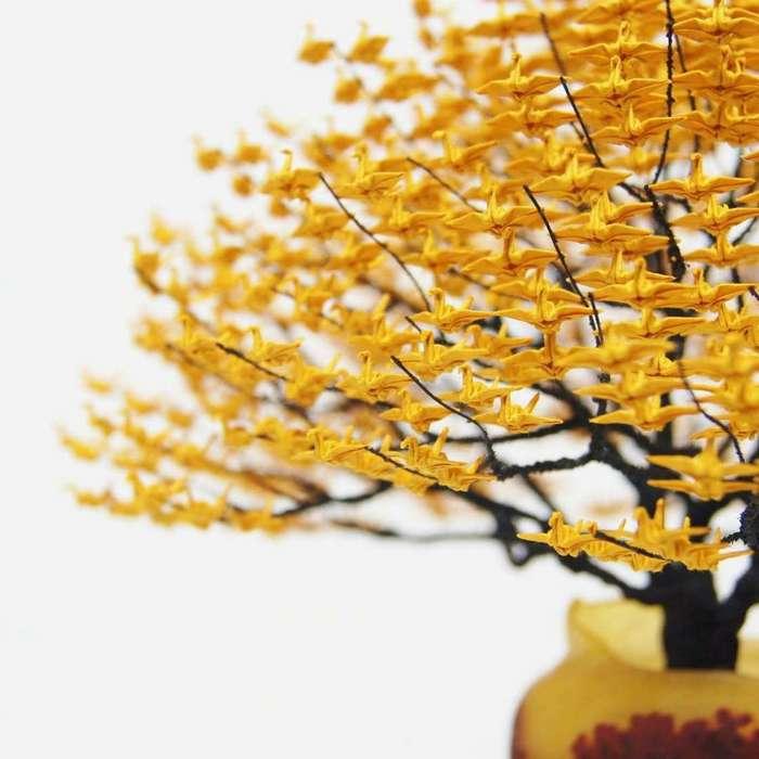 Невероятные деревья-бонсай с кронами из тысяч крошечных оригами журавлей (13 фото)
