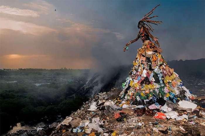 Наряды из мусора в стиле высокой моды (8 фото)