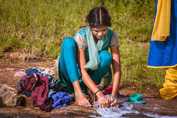 Стирка по-индийски (11 фото)