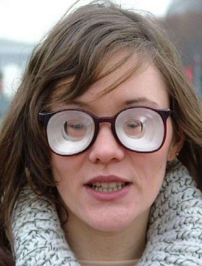 Ну очень плохое зрение (3 фото)