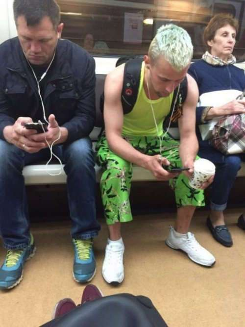 Модники и модницы в метро (27 фото)