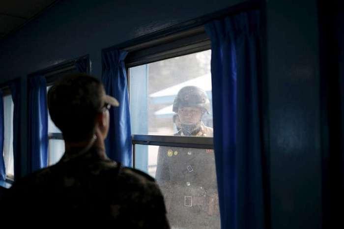 На гранцие Северной Кореи (22 фото)