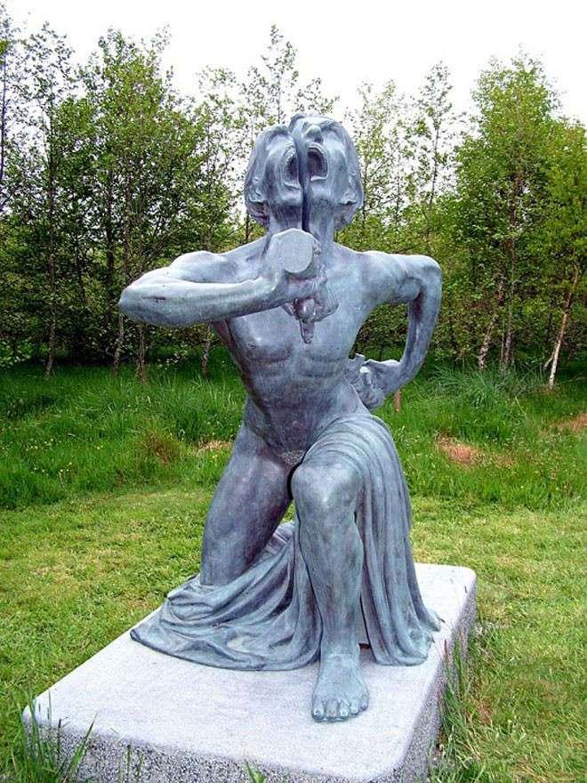 Скульптуры из индийского -парка ужасов- в Ирландии (22 фото)