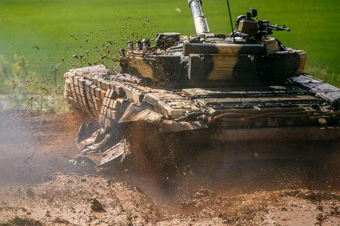 Фонтаны грязи и автомобиль на стволе (21 фото)