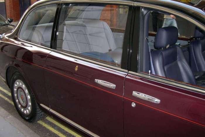 Роскошные автомобили с велюровым салоном (17 фото)
