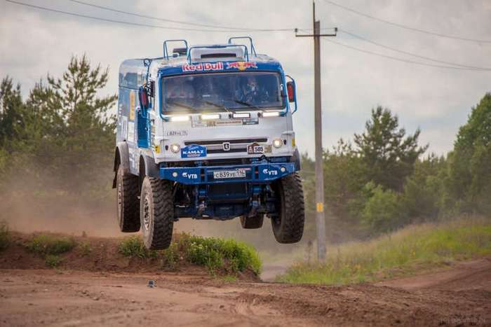 Поездка на легендарном гоночном грузовике -КамАЗ-мастер- (14 фото)