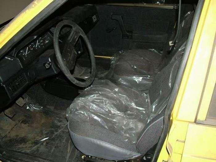 Находка. 127 новых машин -Москвич- в таксопарке (5 фото)