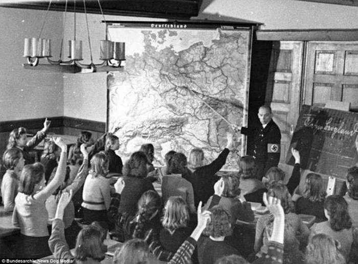 Повседневное зло в нацистской Германии: фотографии довоенного периода (23 фото)