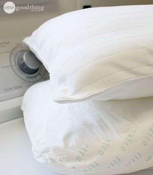 Превратите старые подушки в белоснежные с помощью этой простой хитрости