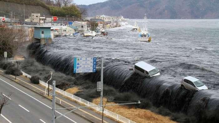 Разрушительная сила воды: самые страшные цунами в истории (11 фото + 5 видео)