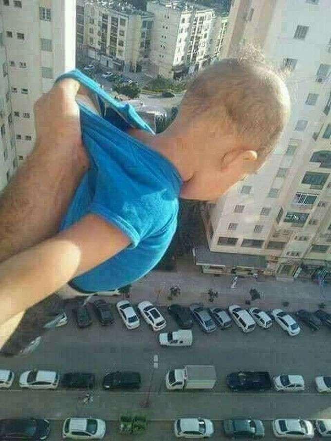 Алжирец получил два года тюрьмы за то, что вывесил сына из окна ради 1000 лайков (4 фото)
