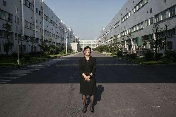 Как фабричная девчонка пробралась в списки миллиардеров от Форбс (10 фото)