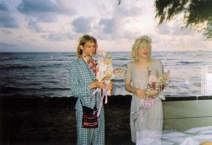 Редкие фото с одной скромной свадьбы (7 фото)