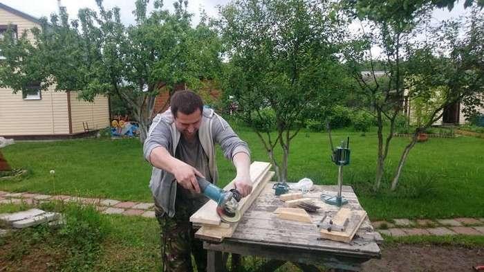 Делаем дачный стол из старых деревяшек (15 фото)