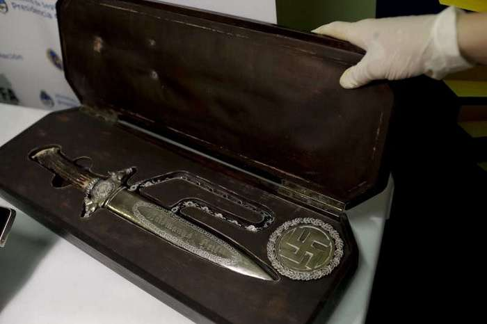 В Аргентине нашли личные вещи Гитлера и другие артефакты Третьего рейха (6 фото)