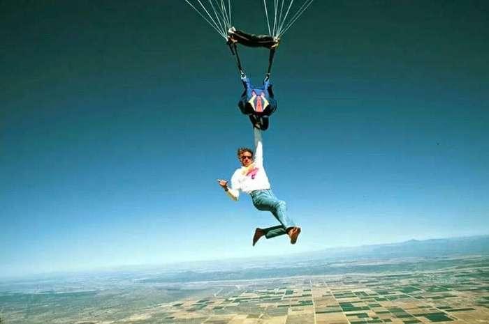 Почему каждому пассажиру не выдают парашют? (1 фото)