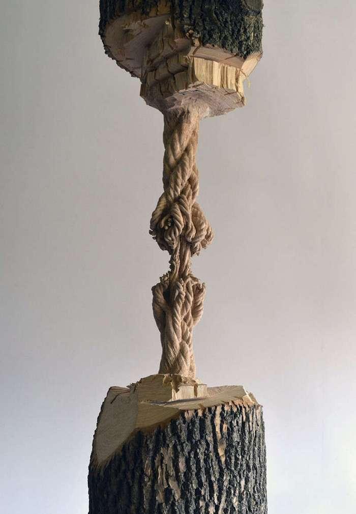 Невероятная скульптура из огромного ствола дерева (16 фото)