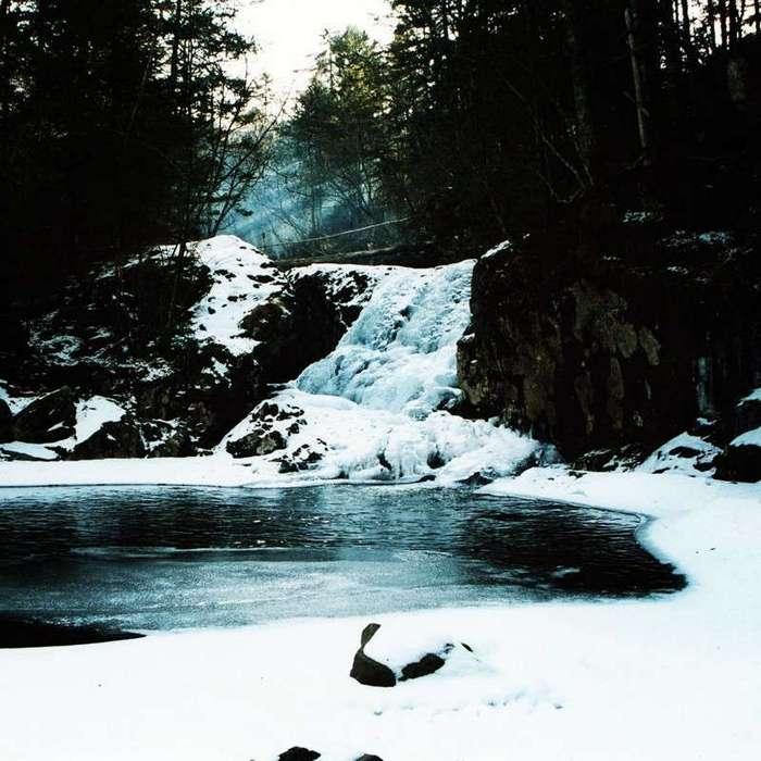 Лучше гор могут быть только... замёрзшие водопады (24 фото)