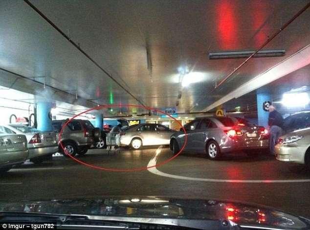 Как так? Гении парковки демонстрируют свои возможности (15 фото)