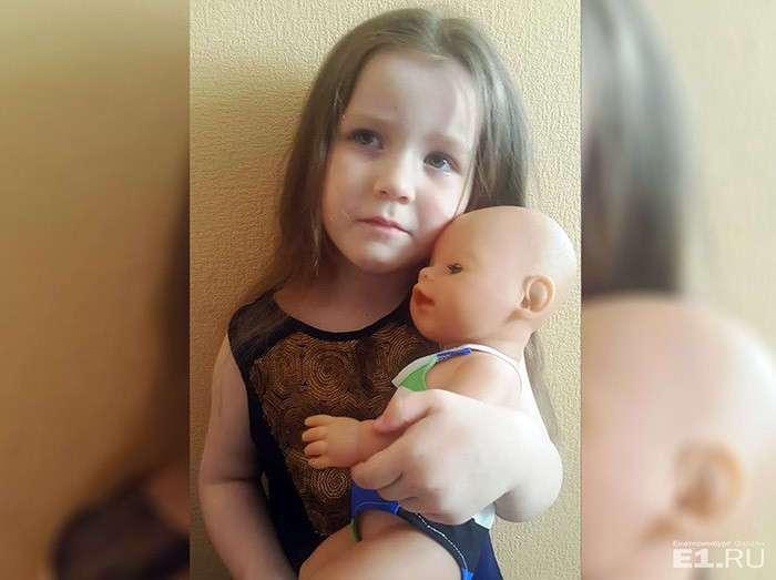От жительницы Екатеринбурга потребовали купить билет кукле на рейс до Сочи (2 фото)
