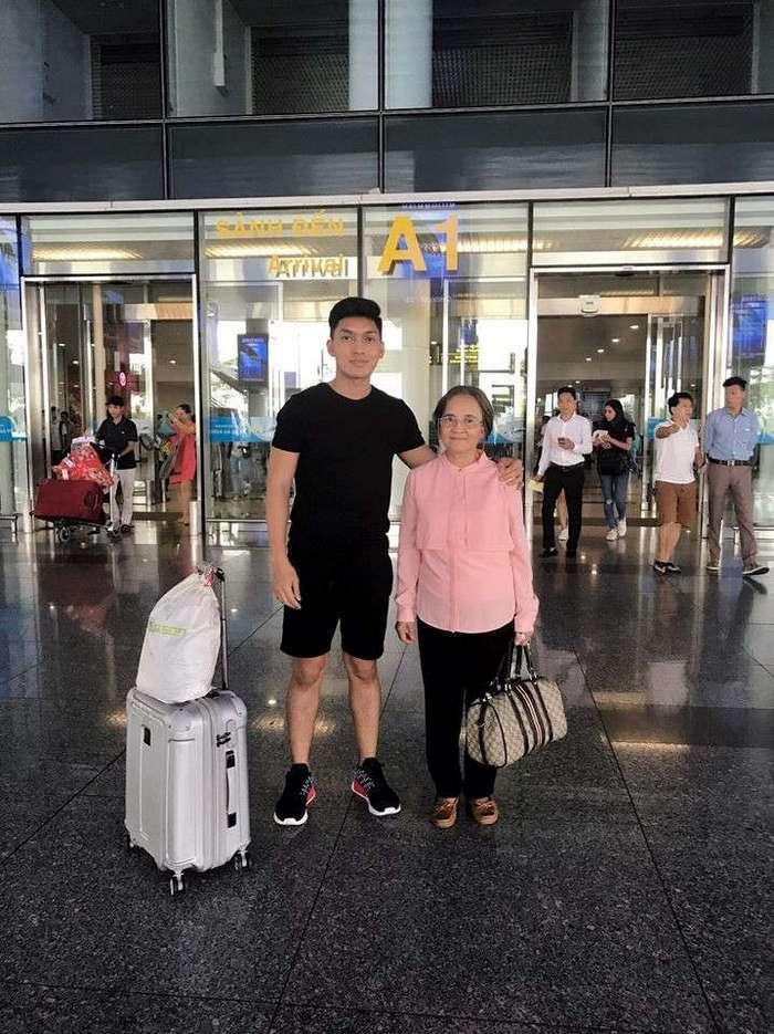 Сын отблагодарил мать за тяжелые 20 лет работы прислугой, взяв ее в тур по странам Азии (9 фото)