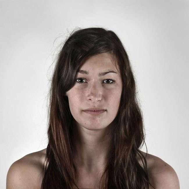 15 уникальных портретов родственников, похожих как две капли воды (16 фото)