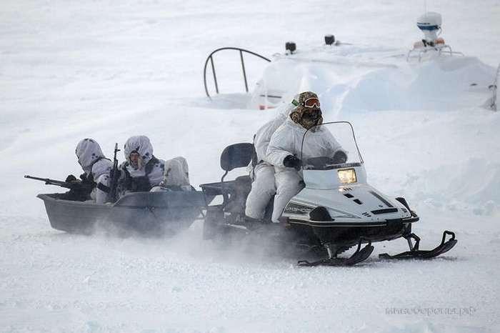 Офицеры для Арктики (2 фото)
