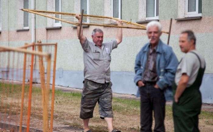 Струя кипятка затопила квартиры в Минске (17 фото)