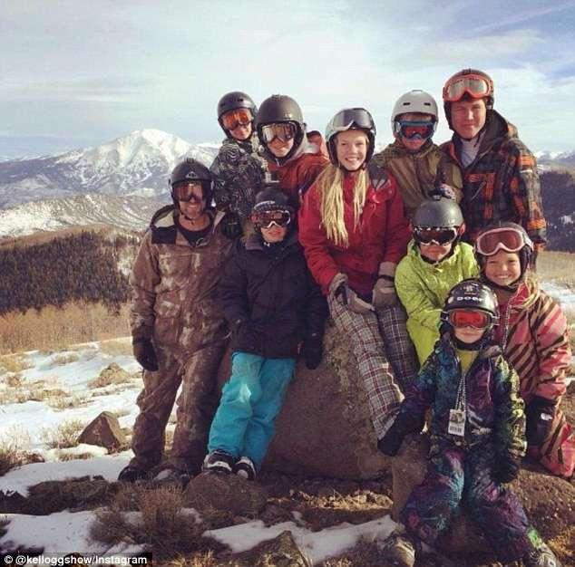 Мама, папа, 12 детей и трейлер (9 фото)