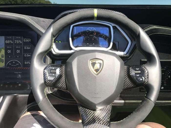 Скоростной катер в стиле Lamborghini Aventador SV в комплекте с одноименным суперкаром (18 фото + 2 видео)