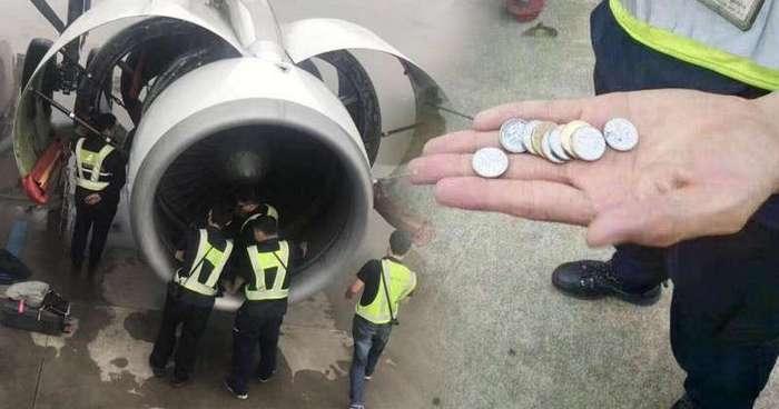 Пожилая китаянка бросила -на счастье- монеты в двигатель самолета (4 фото)
