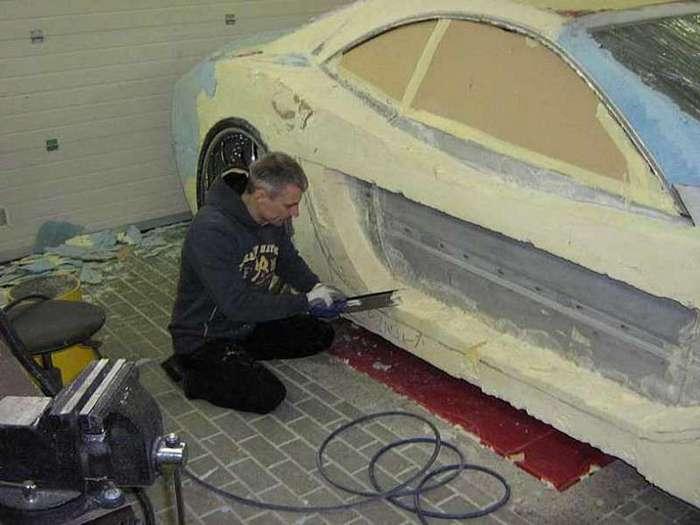 Мужчина восстановил авто после аварии трафаретом и пеной. Невероятно, как у него это получилось! (18 фото)