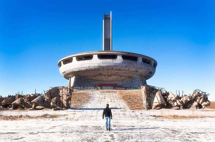 Необычный памятник архитектуры на вершине Балканских гор