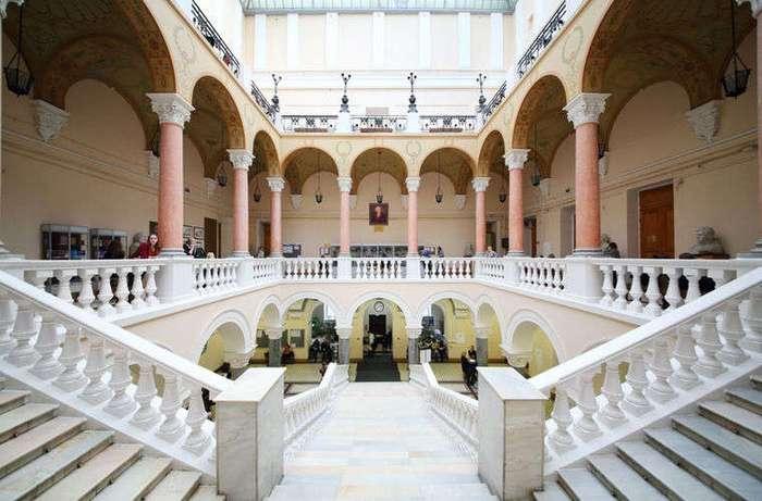 Любопытные факты о главном университете страны