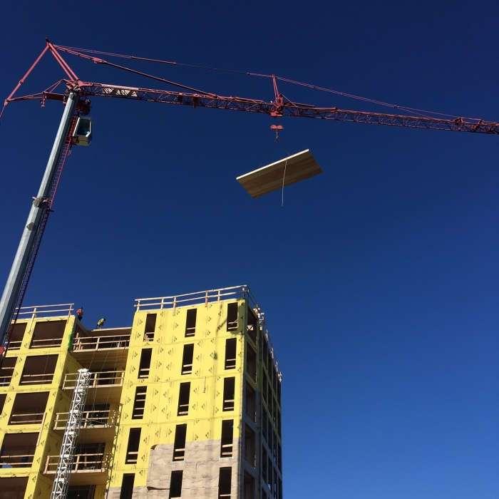 Альтернатива бетонным -коробкам-: современное 8-этажное здание, которое построили из натуральной древесины