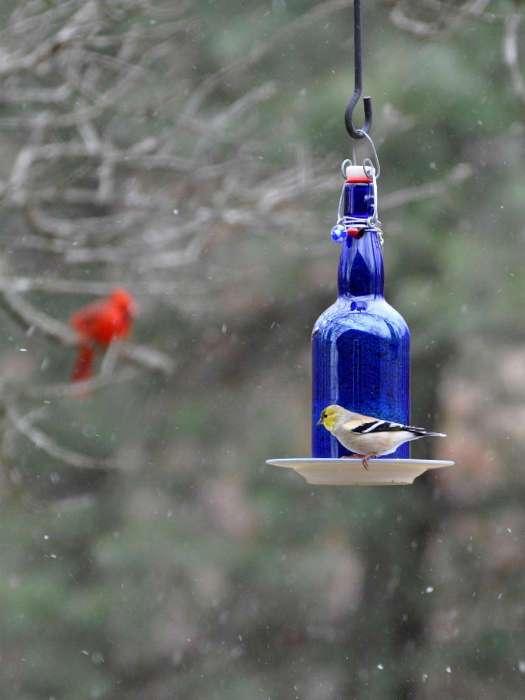20 необычных поделок, которые можно сделать своими руками из стеклянных бутылок