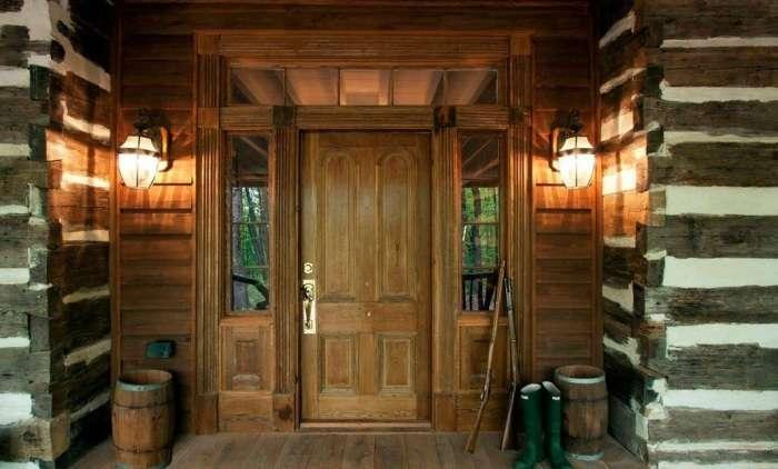 20 стильных входных дверей, которые станут визитной карточкой фасада здания