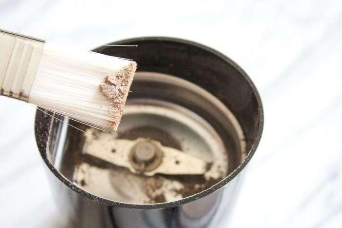 Как быстро почистить кофемолку или кухонный комбайн вообще без усилий