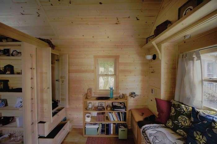 Деревянный дом на колесах, который под силу построить даже женщине