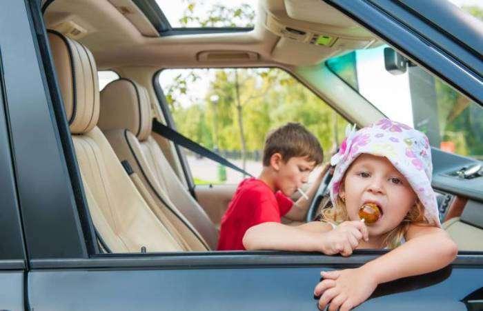 8 советов как сохранить машину чистой, когда в салоне играют дети