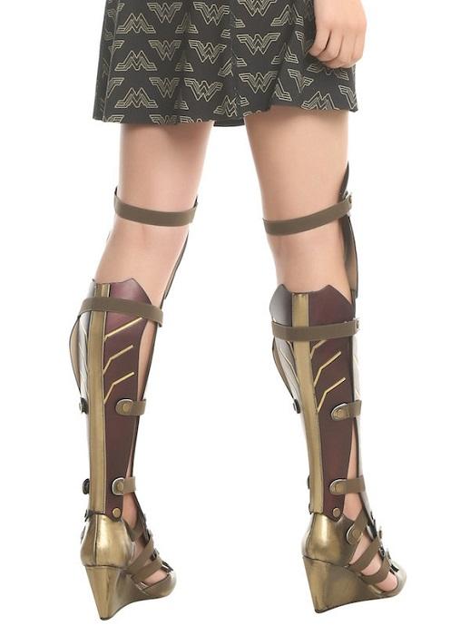 Обувь для суперженщины: сеть взорвала универсальная пара сапог, которая легко трансформируется в ботильоны