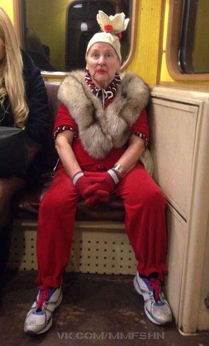 Снимите это немедленно! 17 самых невероятных модников, которых можно встретить в метро