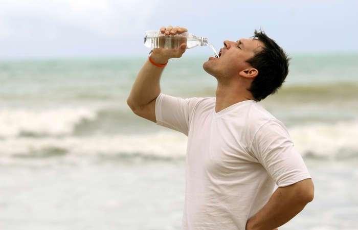 Как сделать соленую морскую воду пригодной для питья: лайфхак выживания
