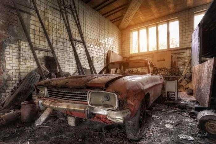 Мрачные фото брошенного транспорта (18 фото)