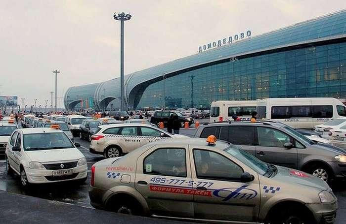 Битва не на жизнь, а на деньги! &171;Бомбилы&187; в аэропортах объявили войну агрегаторам