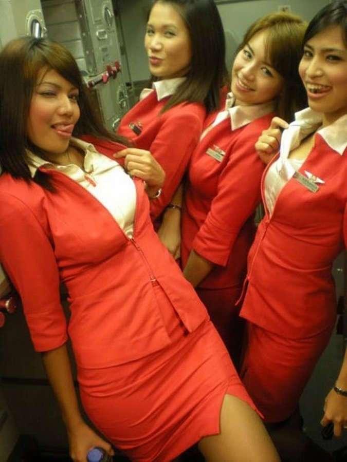 Куражистые стюардессы (23 фото)