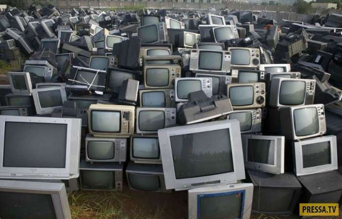 Гигантские свалки автомобилей, скутеров и телевизоров в Китае (19 фото)